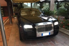 black-rolls-royce-ghost-milano-hotel-luxury-rent
